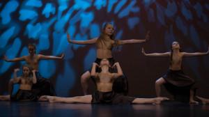 Dzieci wyjątkowo uzdolnione z czasem biorą udział w konkursach tańca.
