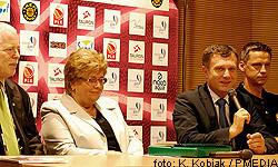 Od lewej: prezes klubu Kazimierz Wierzbicki, prezes firmy Investgas Teresa Laskowska, prezydent Sopotu Jacek Karnowski, trener Trefla Karlis Muiznieks