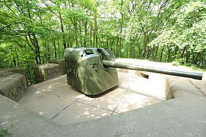 11 Bateria Artylerii Stałej w Redłowie została częściowo zrekonstruowana. Do dziś w jej sąsiedztwie istnieją polowe fortyfikacje przeciwdesantowe, składające się z 23 żelbetowych stanowisk ogniowych, ziemianek i transzei.