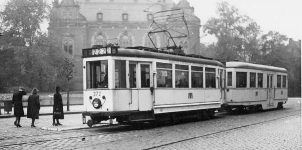 Wagon, który chce pozyskać Gdańsk, znajduje się jako pierwszy w składzie na przedwojennym zdjęciu, wykonanym w rejonie Huciska.