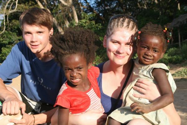 Po skończeniu studiów na GUMedzie Daniel Kasprowicz wybiera się na roczny wolontariat na Madagaskar, na którym przepracował dotychczas łącznie trzy miesiące.