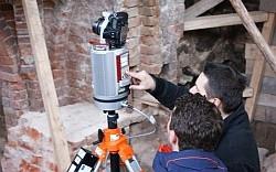 Ze skanerem skalibrowany jest aparat fotograficzny, dzięki czemu każdy pomierzony punkt otrzymuje właściwą kolorystykę, zgodną z oryginalnym obiektem.