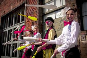 Nauka żonglerki uczy wytrwałości w pracy, opanowania i pewności siebie.