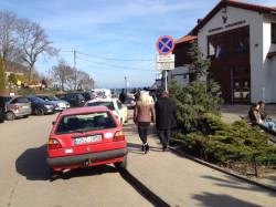 Dla wielu spacerowiczów zaparkowanie 150 metrów od mola w Orłowie jest zbyt dużym wyzwanie i starają się parkować na samym początku ul. Orłowskiej.