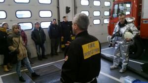 Studenci AMW podczas wizyty w porcie morskim w Gdyni.