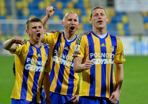 Z piłkarzy pozyskanych zimą jako pierwszy gola dla Arki strzelił Bartosz Ślusarski (pierwszy z prawej), co niespodzianką zresztą nie jest.