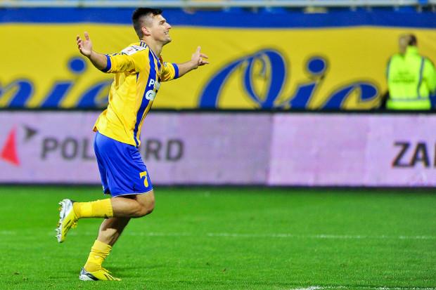 Piotr Tomasik to specjalista od dogrywek. W sierpniu strzelił gola na 3:2, gdy Arka eliminowała Ruch Chorzów. Natomiast w Legnicy to jego gol na 2:1 praktycznie zapewnił awans gdynianom do półfinału Pucharu Polski.