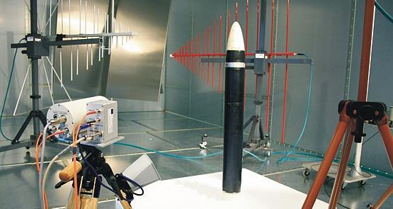 Wnętrza Centrum Techniki Morskiej to głównie laboratoria - na zdjęciu jedno z tych jawnych.