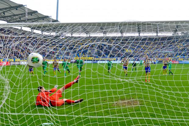 Bohaterem meczu był Mateusz Szwoch, strzelec dwóch bramek. Na zdjęciu zdobywa gola z rzutu karnego.