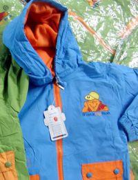 Oryginalne kurtki , zamiast podrobionych trafią do najuboższych dzieci.