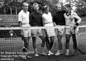 Pierwsze powojenne lata w Sopocie nie były tak ponure, jak dziś mogłoby nam się wydawać. Grano w tenisa...