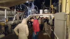 Nawet tuż przed północą przed kasą z biletami wstępu na Dar Pomorza ustawiały się spore kolejki.