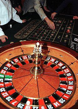 Ruletka, black jack, poker, ale też chorobliwe zakładanie się o wszystko - hazard niejedno ma imię.