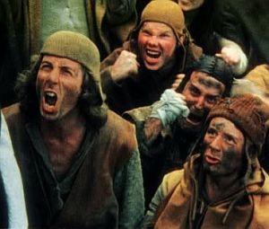 """Scena sądu nad czarownicą z filmu """"Monty Python i Święty Graal"""" dobrze pokazuje mentalność średniowiecznych Europejczyków. - Co jeszcze się pali? - zapytał sędzia. - Więcej czarownic! - odwrzasnął tłum."""