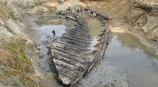 Szkutę znaleziono pod kilkumetrową warstwą osadów rzecznych.