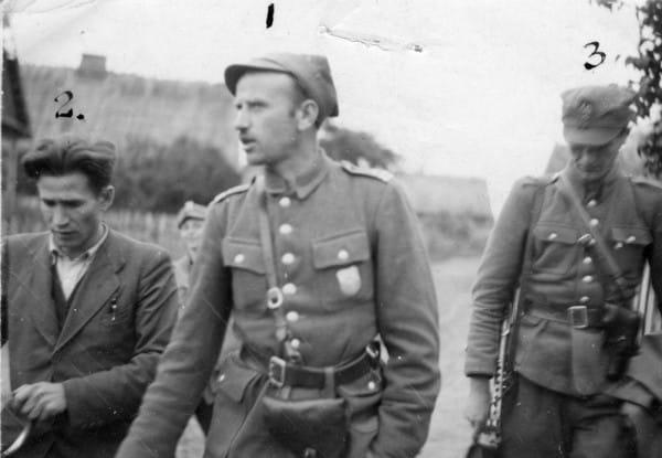 """Żołnierze V Wileńskiej Brygady AK pod dowództwem majora Zygmunta Szendzielarza ps. """"Łupaszko"""" (pośrodku) dotarli na Pomorze w drugiej połowie 1945 roku."""