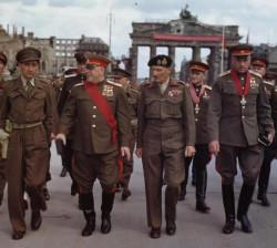 Dowódcy radzieccy i brytyjscy 12 lipca 1945 r. w Berlinie. Pierwszy z prawej Konstanty Rokossowski, który dowodził 2. Frontem Białoruskim walczącym m.in. na Pomorzu.