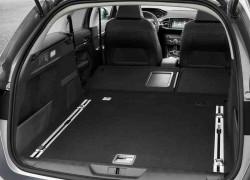 Wyróżnikiem 308 SW jest funkcjonalne rozplanowanie wnętrza z płaską podłogą po złożeniu foteli.