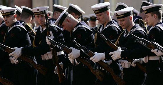 jak to jest umawiać się z facetem w marynarce wojennej