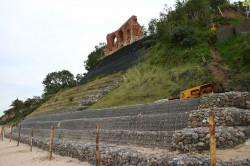 Legenda głosi, że koniec świata nastąpi gdy rozsypie się ostatnia ściana kościoła w Trzęsaczu.