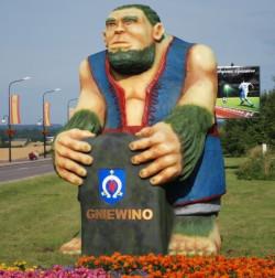 Postaci Stolemów pełnią dziś funkcję atrakcji turystycznych. Kaszubski olbrzym ze zdjęcia pełni funkcję witacza przy wjeździe do miejscowości Gniewino.