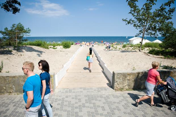 Nowe przejście przez wydmy prowadzące na sopocką plażę.