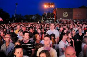 Koncert odbędzie się na parkingu za Filharmonią Bałtycką. Na teren będzie można wejść od godz. 19, koncert rozpocznie się dwie godziny później. Wstęp wolny.