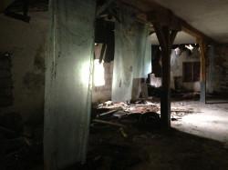 Tak z kolei wygląda wnętrze budynku dawnej stajni.