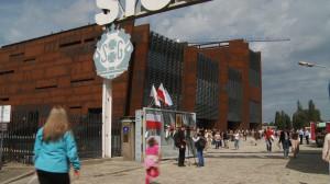 Otwarcie Europejskiego Centrum Solidarności 30 sierpnia przyciągnęło tysiące osób. Dobra organizacja obchodów umożliwiła obejrzenie budynku w miarę komfortowych warunkach.