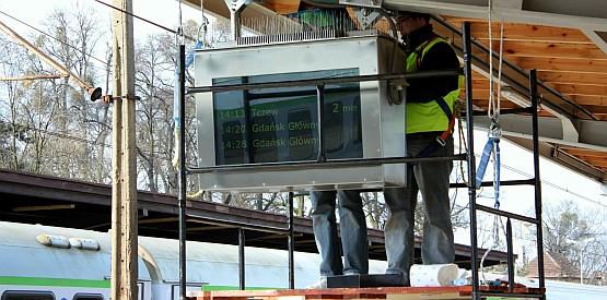 Monitory mają się stać standardem na przystankach SKM.