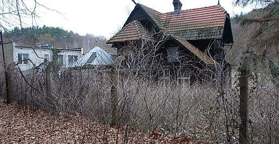 Niewiele osób wie, że także w Oliwie znajdował się obóz jeniecki. W latach 80. ubiegłego wieku w kwadracie ulic Michałowskiego, Norblina i Abrahama stały dwa baraki, najprawdopodobniej mające obozowe pochodzenie
