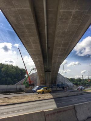 Gotowa konstrukcja wiaduktu kolejowego nad ul. Słowackiego.