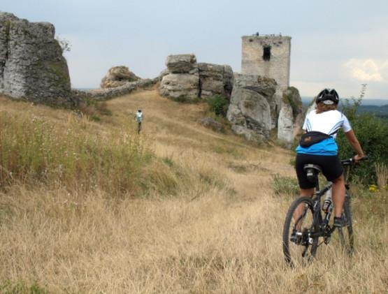 Migawki z rowerowej, weekendowej wycieczki Szlakiem Orlich Gniazd przez Jurę Krakowsko-Częstochowską