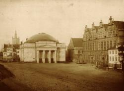 Pierwsza fotografia Targu Węglowego, wykonana przez Flottwella w 1853 roku, tuż po przyjeździe do Gdańska.
