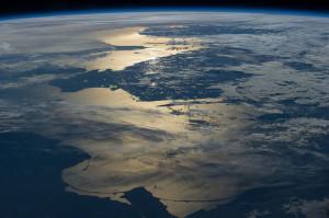 Taki widok na Morze Bałtyckie mogli podziwiać astronauci z NASA kilka tygodni temu. Możliwe, że jeśli zwiększą się wydatki na technologie kosmiczne w Polsce, takie zdjęcia będziemy mogli oglądać częściej.