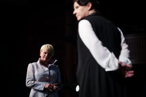 Scena spotkanie dwóch królowych - Elżbiety I (Katarzyna Figura) i Marii Stuart (Dorota Kolak) to zdecydowanie najlepszy moment całego spektaklu.