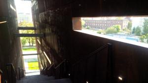 ECS można zwiedzać nie tylko od środka, ale i od zewnątrz. Jego fasada została zaprojektowana w sposób, który umożliwia spacery po elementach budynku.