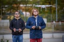 Sztuka latania dronem nie należy do łatwych.