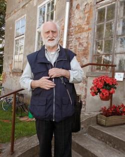 """W sierpniu dwór odwiedził pisarz pochodzący z Gdańska, Gerhard Jeske, autor książki """"Anioł z trąbką"""", o życiu w Gdańsku w latach 1935-45."""