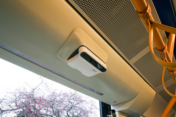 Urządzenie do liczenia pasażerów jest nowością w gdańskiej komunikacji, ale zostało zamontowane w sposób mało estetyczny.