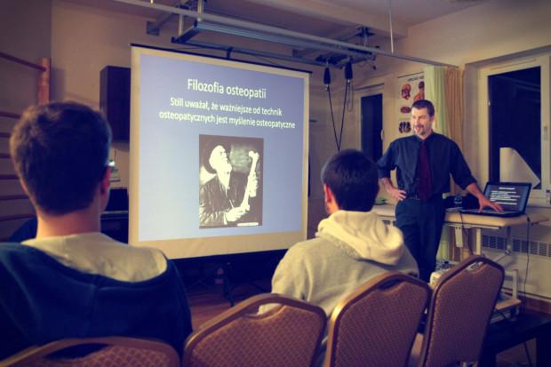 Prezentacja rozpoczęła się od teoretycznego wprowadzenia.