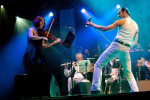 Mariusz Ostrowski wszedł pod koniec koncertu i rozgrzał publiczność.