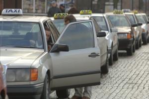 W ramach ustawy deregulacyjnej w 2014 roku uwolniono m.in. zawód taksówkarza, ostatnia transza będzie realizowana w roku 2015r.