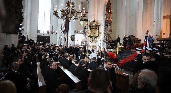 Tysiące gdańszczan żegnają w Bazylice Mariackiej byłego wojewodę i Marszałka Sejmu Macieja Płażyńskiego.