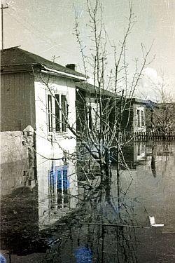 W 1945 roku Orunia także była pod wodą, ale tym razem na skutek celowego zalania dzielnicy przez wycofujących się Niemców.
