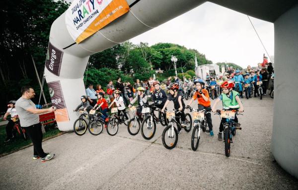 """Za uczestnikami """"Triathlonu na raty"""" jest już rywalizacja w pływaniu i na rowerach. Cykl zakończy impreza biegowa."""
