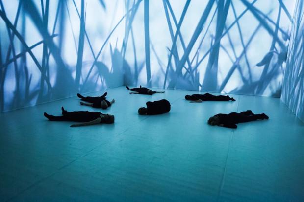 """""""Stalking paradise"""" Lubelskiego Teatru Tańca w choreografii Külli Roosny i Kennetha Flaka jest niezwykle efektowny wizualnie. Spektakl pokazany zostanie 14 czerwca."""