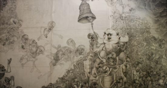 Prace Mariana Kołodzieja w sposób niezwykle sugestywny przedstawiają obozowe inferno, którego doświadczył sam autor.