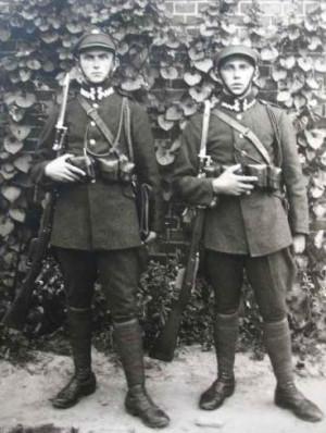Patrol żandarmerii II RP. Zdjęcie z serwisu Odkrywca.pl.