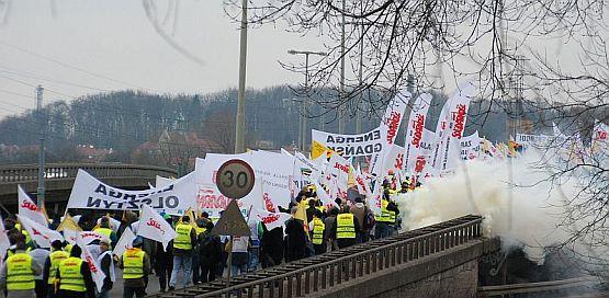Pracownicy Energi przemaszerowali w piątek przez Gdańsk.